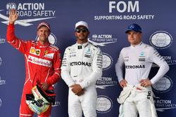 Il poleman Lewis Hamilton, Mercedes AMG F1, il secondo qualificato Sebastian Vettel, Ferrari, il terzo qualificato Valtteri Bottas, Mercedes AMG F1