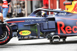 Daniel Ricciardo, Red Bull Racing RB14 with aero paint on bargeboards