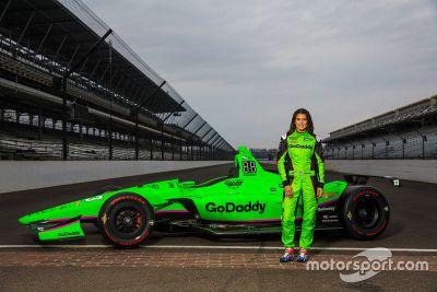 Pintura do carro de Danica Patrick para Indy 500