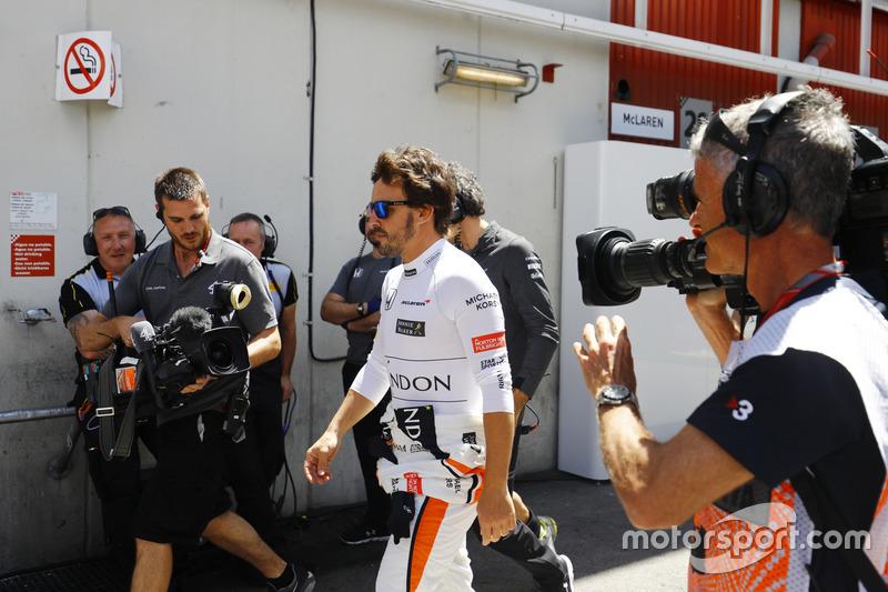 Fernando Alonso, McLaren, regresa al garaje