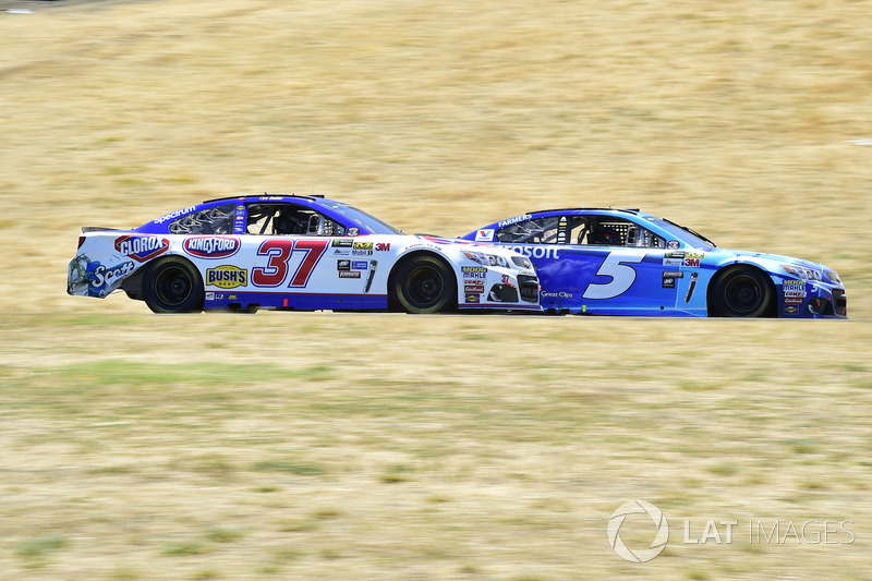 Kasey Kahne, Hendrick Motorsports Chevrolet, Chris Buescher, JTG Daugherty Racing Chevrolet