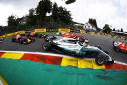 Valtteri Bottas, Mercedes AMG F1 W08, Kimi Raikkonen, Ferrari SF70H, Max Verstappen, Red Bull Racing RB13, Daniel Ricciardo, Red Bull Racing RB13, at the start