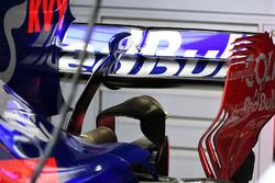 Заднє антикрило Scuderia Toro Rosso STR12