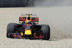 Max Verstappen, Red Bull Racing RB13 spin atıyor