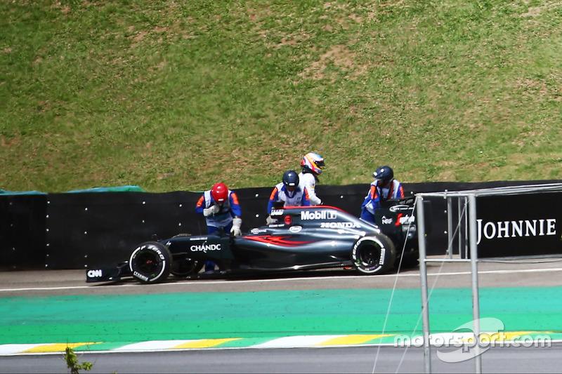 Fernando Alonso, McLaren MP4-31 en los Libres 2
