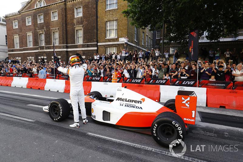 Стоффель Вандорн за кермом McLaren MP4/6 1991 року