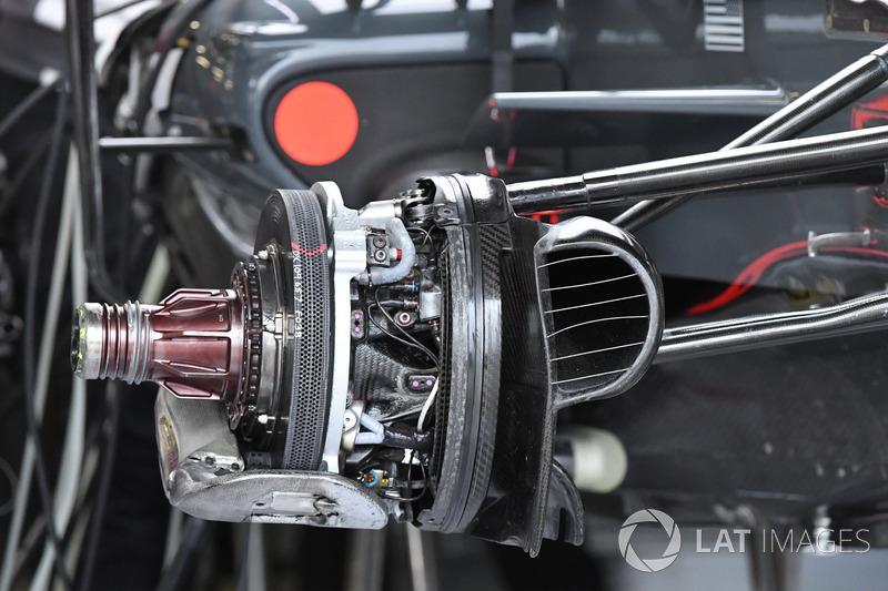 Передні гальма і кріплення колеса Haas F1 Team VF-17