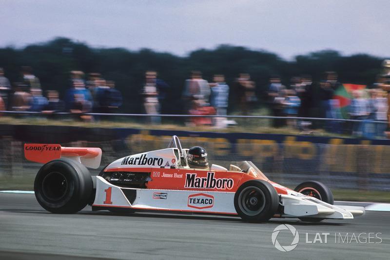 1976-1977. McLaren M26 Ford