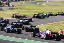 Jolyon Palmer, Renault Sport F1 Team RS17, Pascal Wehrlein, Sauber C36, Fernando Alonso, McLaren MCL32, Carlos Sainz Jr., Scuderia Toro Rosso STR12, chase the pack at the start