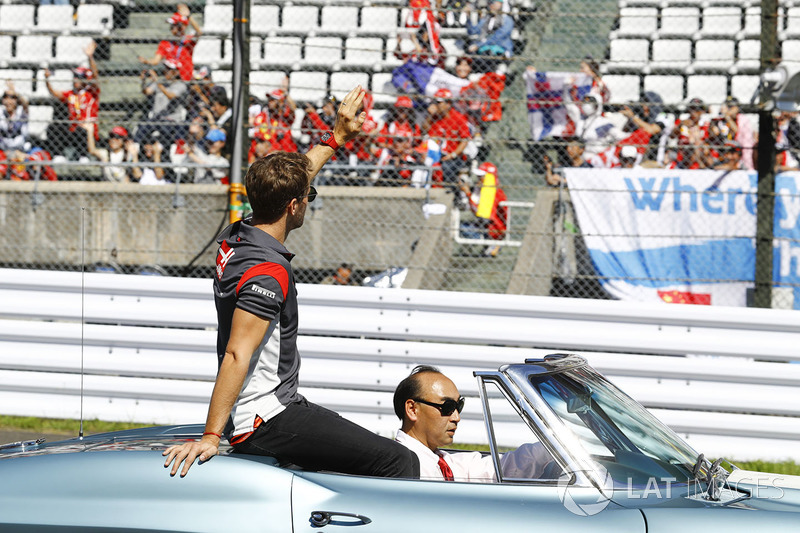 Romain Grosjean, Haas F1 Team, in the drivers parade