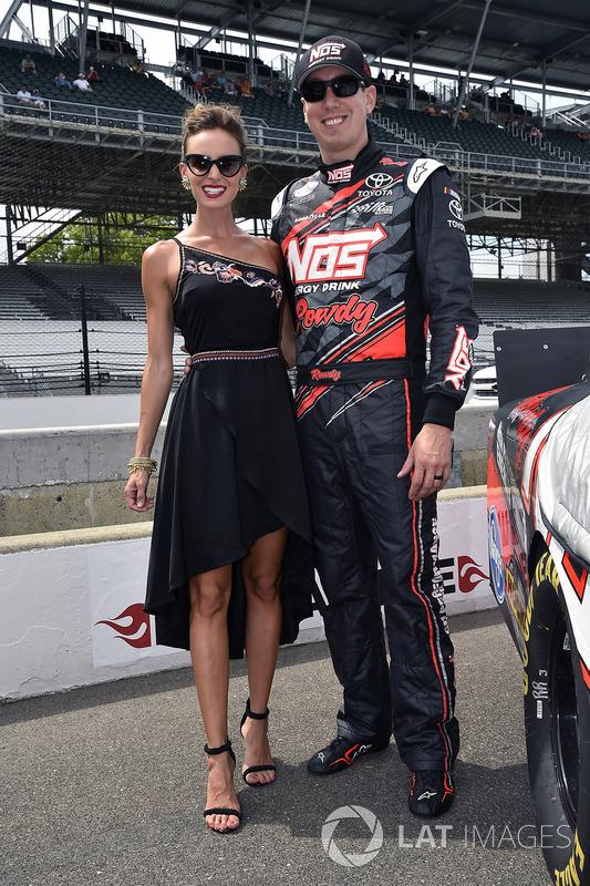 Kyle Busch, Joe Gibbs Racing Toyota, mit Ehefrau Samantha