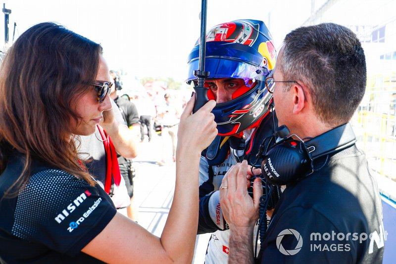 Sébastien Buemi, Nissan e.Dams, parla con i membri del team, in griglia di partenza