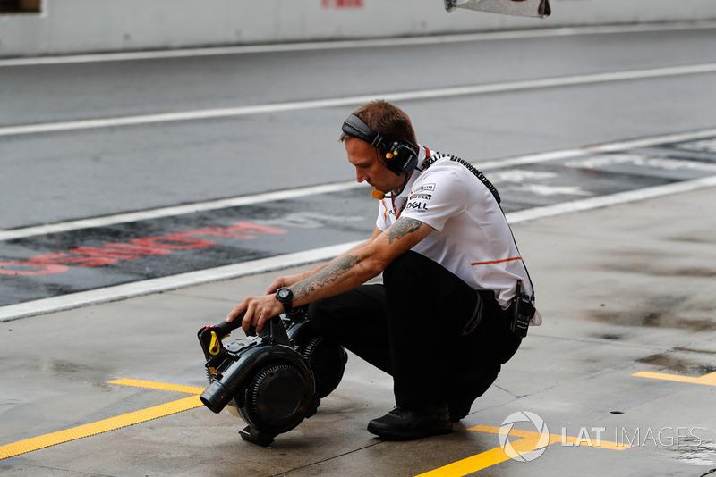 Инженер McLaren