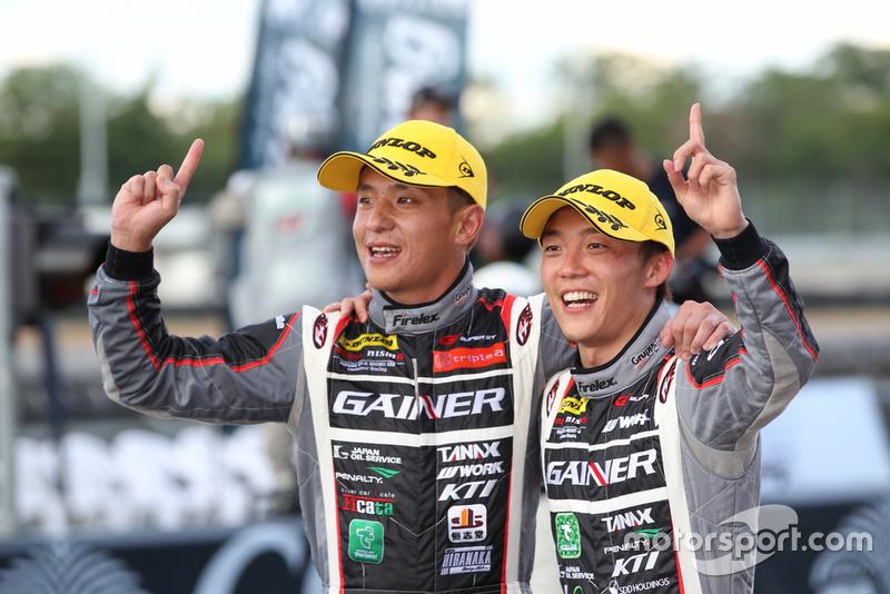 Katsuyuki Hiranaka dan Hironobu Yasuda(#11 GAINER TANAX GT-R)