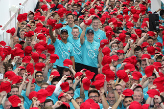 Lewis Hamilton, Toto Wolff, Valtteri Bottas, Mercedes AMG F, celebración del Campeonato Mundial