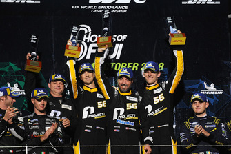 Podium GTE AM: vainqueurs #56 Team Project 1 Porsche 911 RSR: Jorg Bergmeister, Patrick Lindsey, Egidio Perfetti
