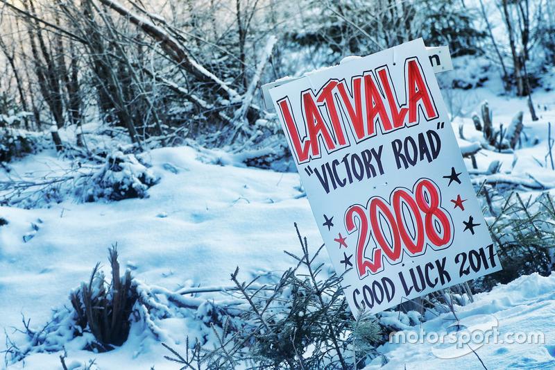 Señales de apoyo para Jari-Matti Latvala, Miikka Anttila, Toyota Yaris WRC, Toyota Racing