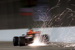 Vonken bij Daniel Ricciardo, Red Bull Racing RB13