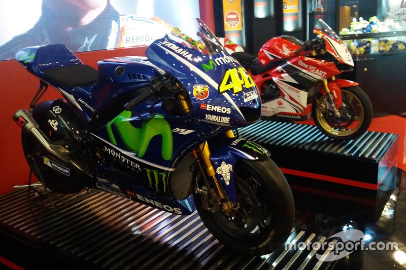 Yamaha YZR-M1 Valentino Rossi, Honda CBR250RR Gerry Salim