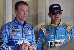 Kevin Harvick, Stewart-Haas Racing Ford, Clint Bowyer, Stewart-Haas Racing Ford