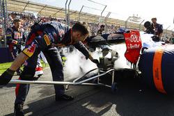 Даниил Квят, Scuderia Toro Rosso STR12: сработавший перед стартом огнетушитель