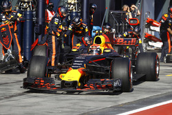 Max Verstappen, Red Bull Racing RB13, makes a pit stop