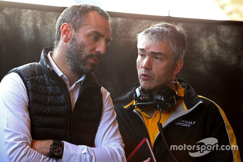 Cyril Abiteboul, Renault Sport F1 Team,  Geschäftsführer; Nick Chester, Renault Sport F1 Team RS17, Chassis Technischer Direktor