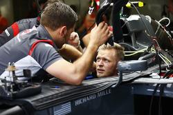 Kevin Magnussen, Haas F1 Team, nell'abitacolo della sua monoposto