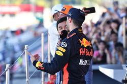 Daniel Ricciardo, Red Bull Racing talks with Takuma Sato, on the podium