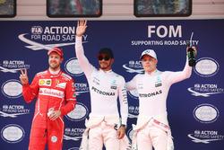 Temporada 2017 F1-chinese-gp-2017-lewis-hamilton-mercedes-amg-celebrates-taking-pole-position-alongside-s