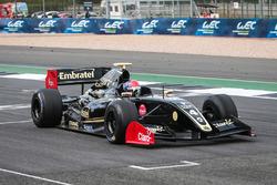 Pietro Fittipaldi, Lotus franchit le drapeau à damier
