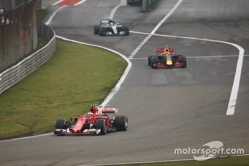 Kimi Räikkönen, Ferrari SF70H; Max Verstappen, Red Bull Racing RB13; Valtteri Bottas, Mercedes AMG F1 W08