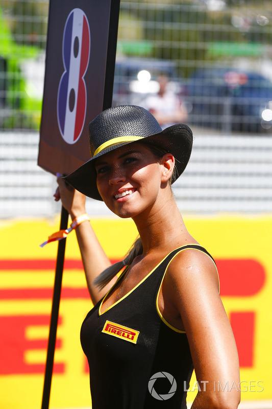 Chica de la parrilla para Romain Grosjean, Haas F1 Team