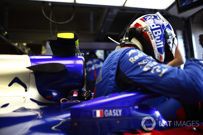 Pierre Gasly, Toro Rosso, settles into his seat.