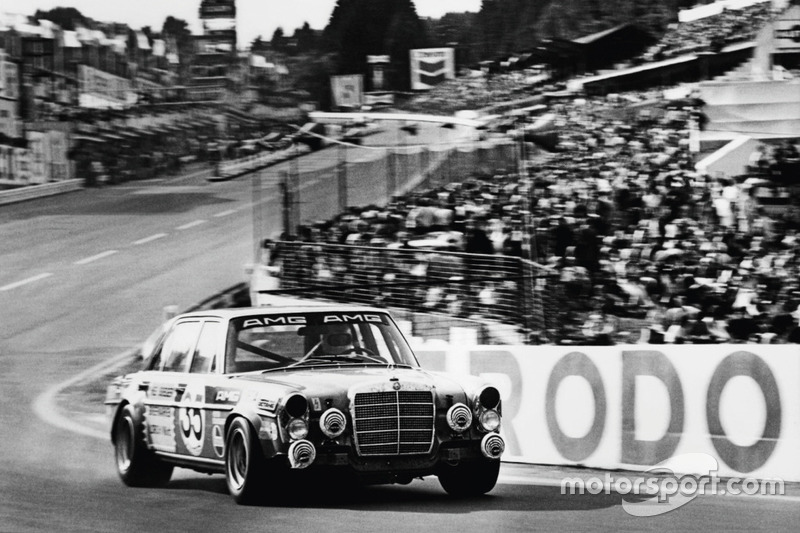 """Mercedes-Benz 300 SEL 6.2 """"Red Sow"""""""