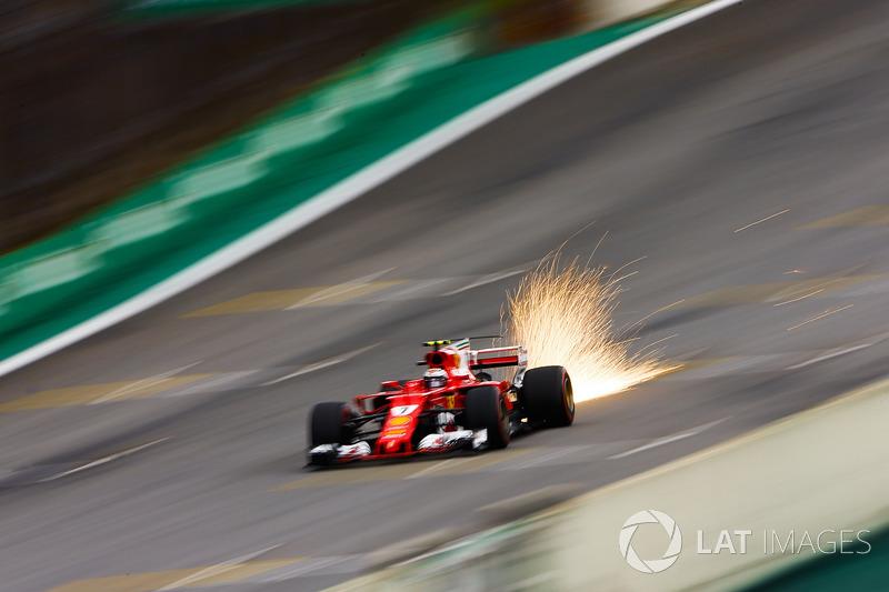 Kimi Raikkonen, Ferrari SF70H kıvılcımlar saçıyor