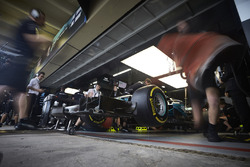 Engineers prepare to send Lewis Hamilton, Mercedes AMG F1 W08, out for his first run in Q1