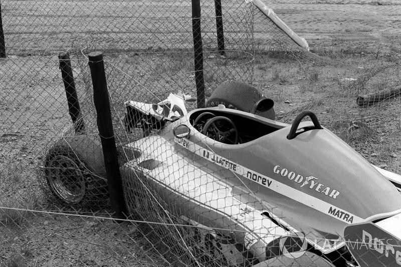 De Shadow DN8 van Tom Pryce bij Crowthorne bocht na een fataal ongeval