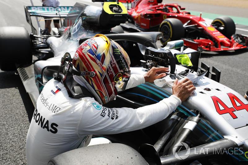 Lewis Hamilton, Mercedes AMG F1 W09, celebrates after taking pole position