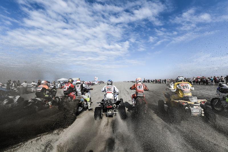 Motos y quads al comienzo de la etapa 4