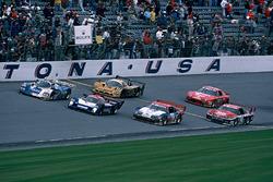 Checkered flag for Masahiro Hasemi, Kazuyoshi Hoshino, Toshio Suzuki, Nissan Motorsports Nissan R91CP