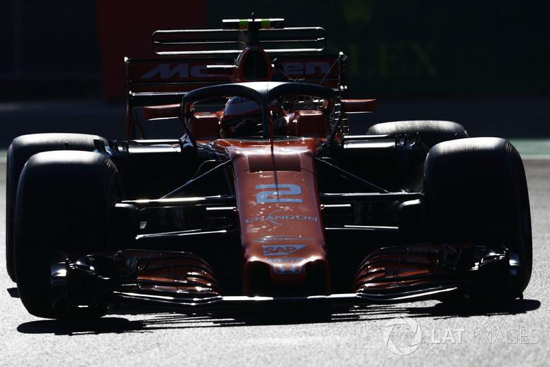 Stoffel Vandoorne, McLaren MCL32, uses the halo device in FP1