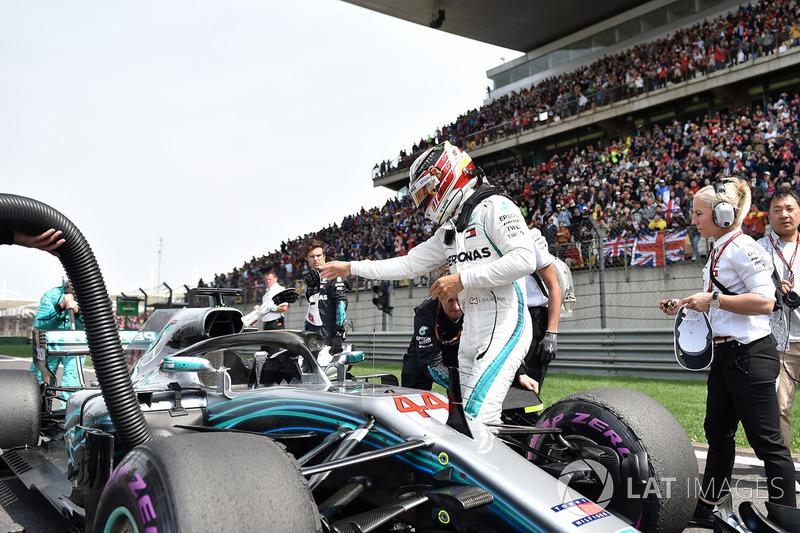 Lewis Hamilton, Mercedes-AMG F1 W09 EQ Power+ en la parrilla