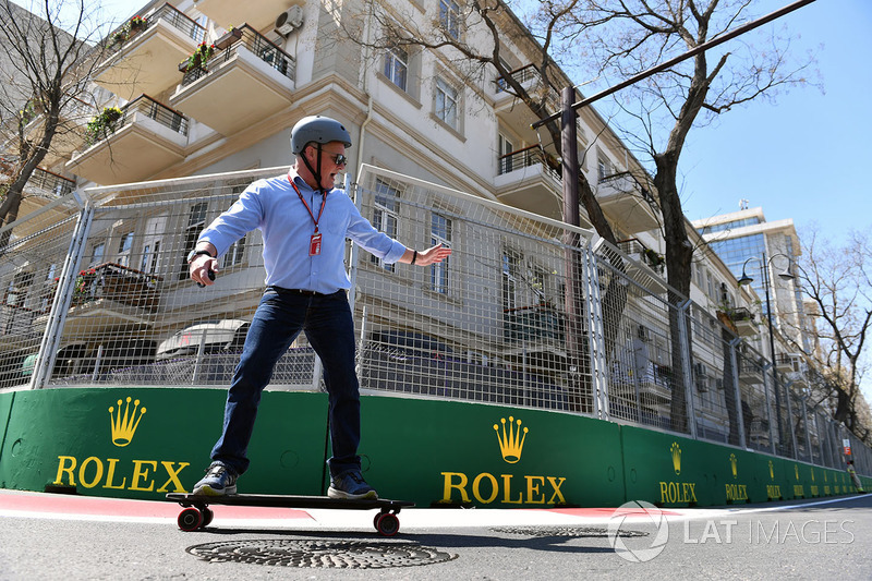 Johnny Herbert, Sky TV en un skateboard