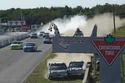 Фініш гонки: Джон-Хантер Немечек, NEMCO Motorsports Chevrolet, Коул Кастер, JR Motorsports Chevrolet, зіткнення