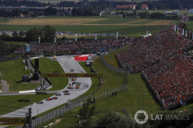 Lewis Hamilton, Mercedes-AMG F1 W09, al comando al primo giro