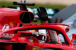 Il vincitore della gara Sebastian Vettel, Ferrari SF71H festeggia