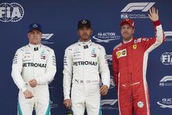 Los tres primeros clasificados Valtteri Bottas, Mercedes AMG F1, poleman Lewis Hamilton, Mercedes AMG F1 y Sebastian Vettel, Ferrari