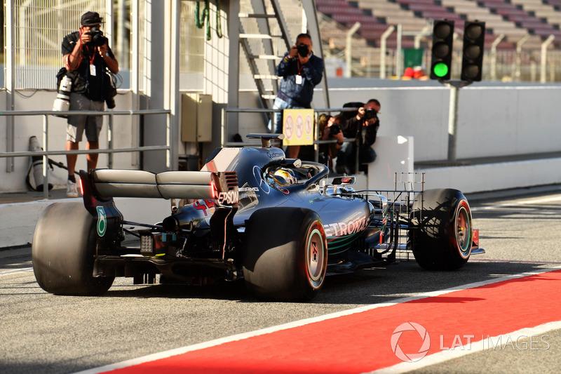 Lewis Hamilton, Mercedes-AMG F1 W09 ve arka kanattaki led ışık