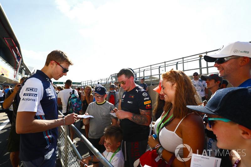 Sergey Sirotkin, Williams Racing, firma autografi ai tifosi